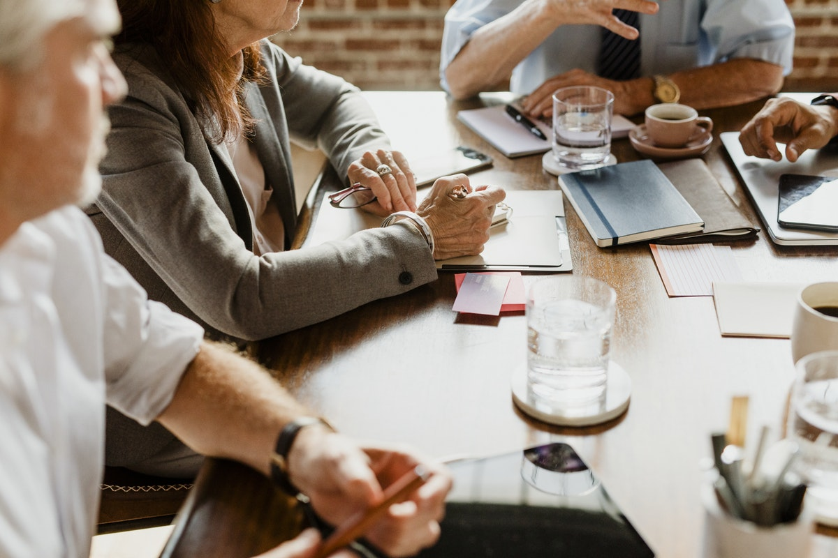 Employees with a different personality type and blood type work together at a table.