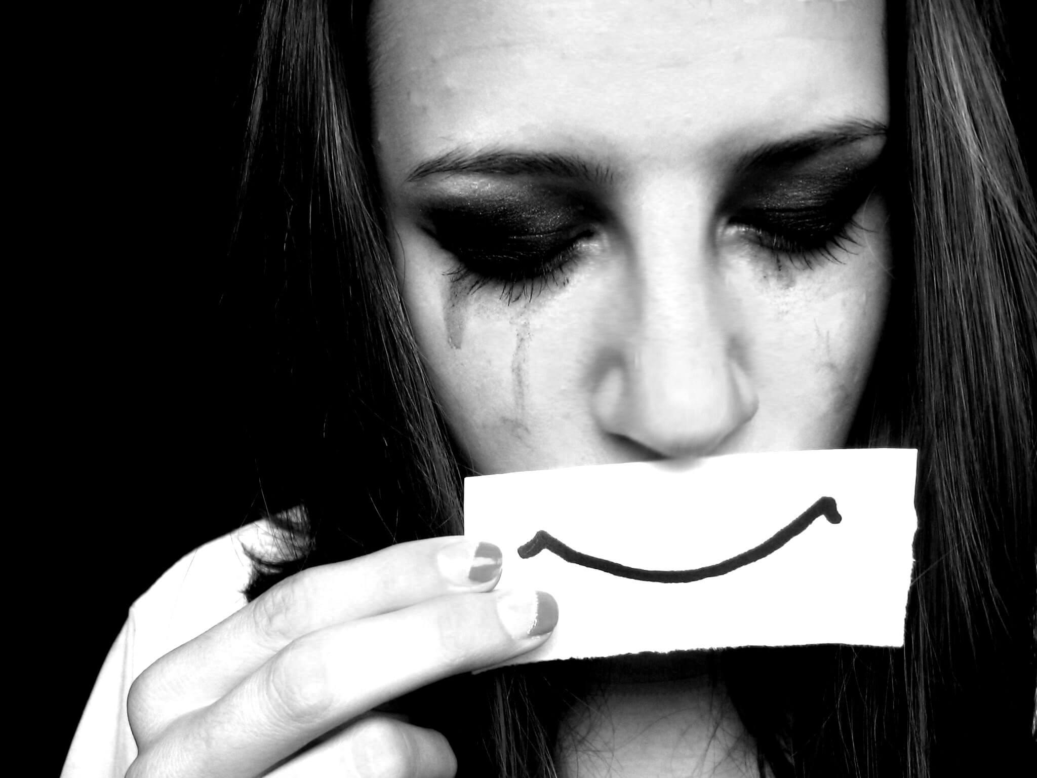 Для курящих, картинка с плачущей девушкой на аву