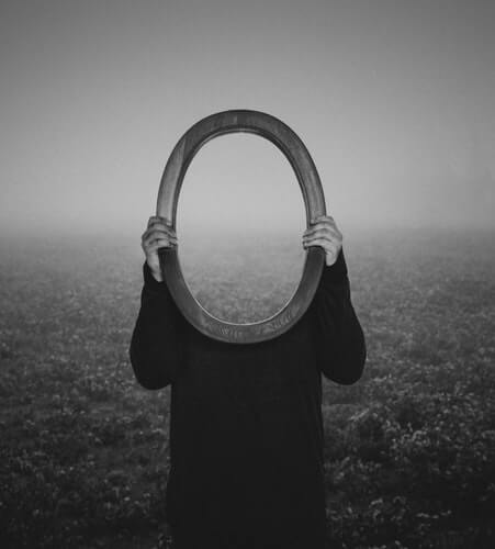 Spectrophobia: The Fear Of Mirrors And What It Means | Betterhelp